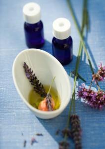 Essentielle olier på flaske, lavendel. Foto: Colourbox